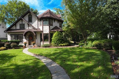 Ridgewood Single Family Home For Sale: 526 Hillcrest Road