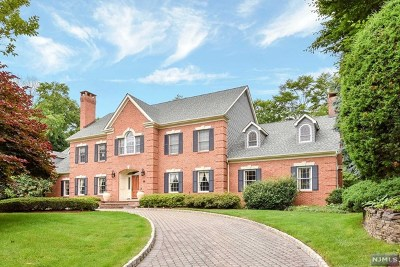 Franklin Lakes Single Family Home For Sale: 140 Delaware Lane