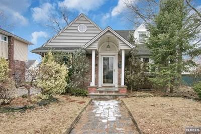Fair Lawn Single Family Home For Sale: 10-02 Berdan Avenue