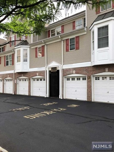 Ridgefield Park Condo/Townhouse For Sale: 17 Birch Street