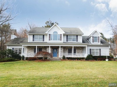 Mahwah Single Family Home For Sale: 85 East Mahwah Road