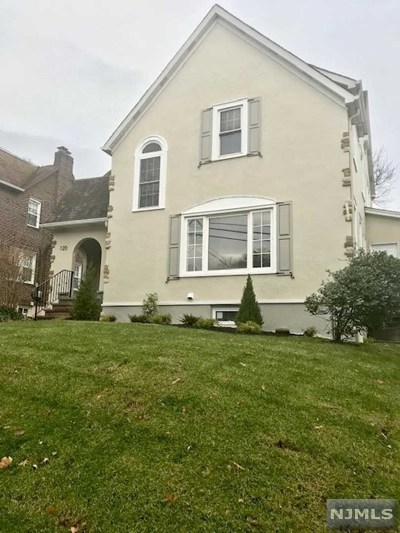 Leonia Single Family Home For Sale: 120 Overlook Avenue
