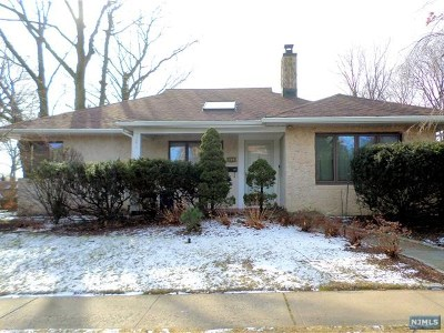 Fort Lee Single Family Home For Sale: 244 Harmon Avenue