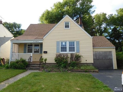 Pompton Lakes Single Family Home For Sale: 451 Lakeside Avenue