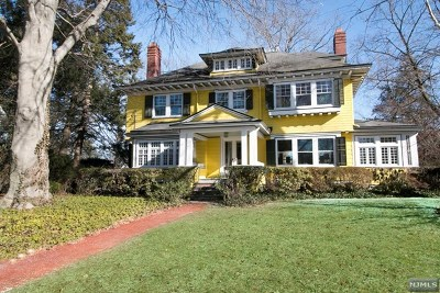 Ridgewood Single Family Home For Sale: 269 Woodside Avenue