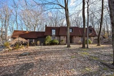 Wayne Single Family Home For Sale: 71 Cheyenne Way