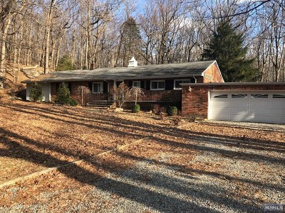 Morris County Single Family Home For Sale: 26 Cherry Tree Lane