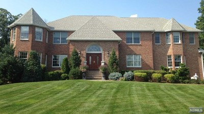 Mahwah Single Family Home For Sale: 5 Aspen Court