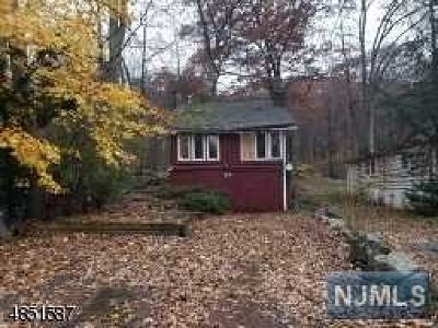 West Milford Single Family Home For Sale: 23 Setting Sun Trail