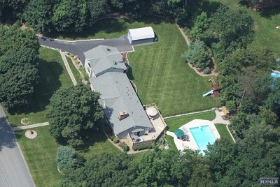 West Milford Single Family Home For Sale: 28 Greendale Drive