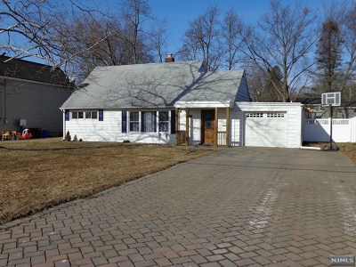 Wayne Single Family Home For Sale: 25 Woodlot Road