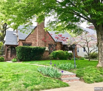 Teaneck Single Family Home For Sale: 681 West Englewood Avenue