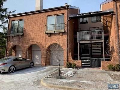 Teaneck Condo/Townhouse For Sale: 5 Sandburg Court