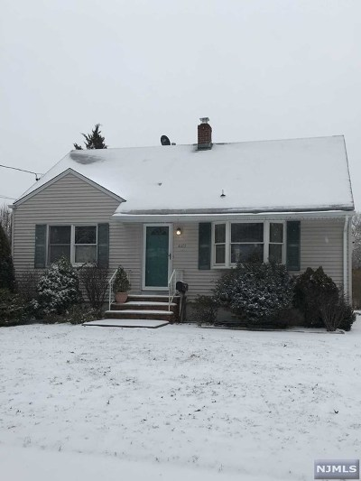 Ridgewood Single Family Home For Sale: 443 South Pleasant Avenue