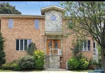 Cliffside Park Single Family Home For Sale: 33 Oakdene Avenue