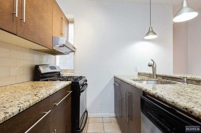 West New York Condo/Townhouse For Sale: 6114 Park Avenue #4
