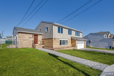 Secaucus Single Family Home For Sale: 1045 Luhman Terrace