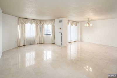 Secaucus Condo/Townhouse For Sale: 525 Harmon Cove Tower