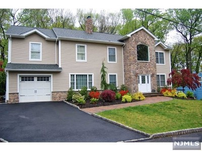 Montvale Single Family Home For Sale: 11 Dogwood Lane