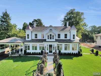 Wyckoff Single Family Home For Sale: 455 Wyckoff Avenue