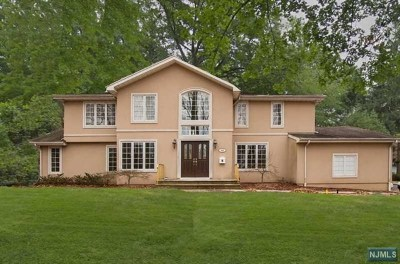 Englewood Single Family Home For Sale: 493 Whitewood Road