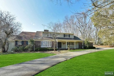 Franklin Lakes Single Family Home For Sale: 300 Indian Trail Drive