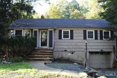 Franklin Lakes Single Family Home For Sale: 963 Crystal Lake Terrace