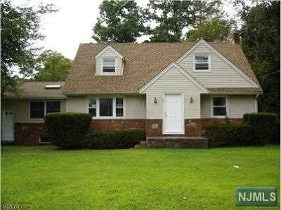 Wayne Single Family Home For Sale: 321 Newark Pompton Turnpike