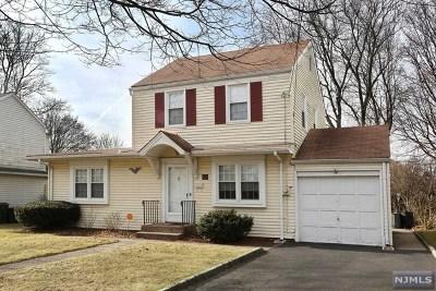 Paramus Single Family Home For Sale: 411 Hickory Avenue