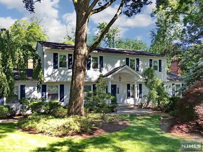 Woodcliff Lake Single Family Home For Sale: 36 Kenwood Drive