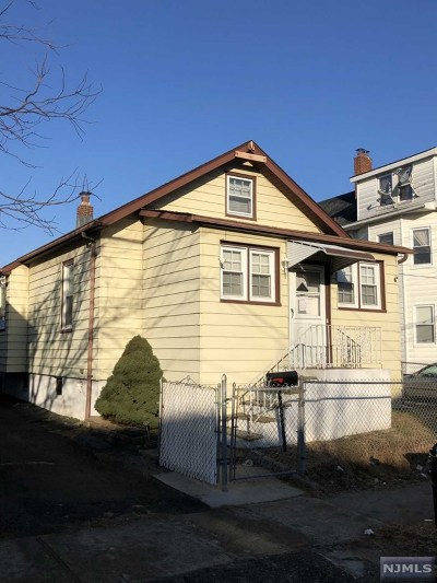 Paterson Single Family Home For Sale: 1036-1038 East 23rd Street
