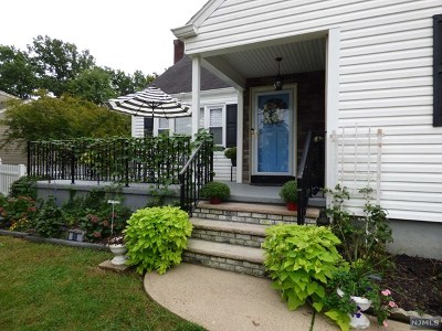Clifton Single Family Home For Sale: 69 Friar Lane