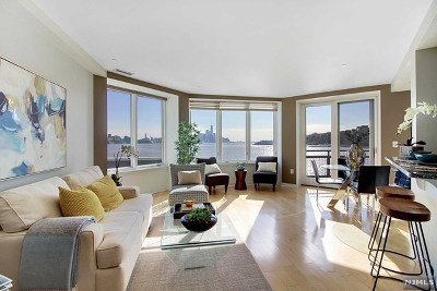 Weehawken Condo/Townhouse For Sale: 600 Harbor Boulevard #870