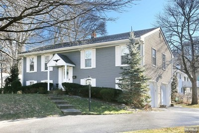 Midland Park Single Family Home For Sale: 2 Golon Court