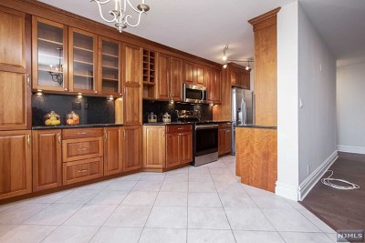 Cliffside Park Condo/Townhouse For Sale: 300 Winston Drive #908
