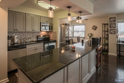 Fort Lee Condo/Townhouse For Sale: 1600 Center Avenue #7a