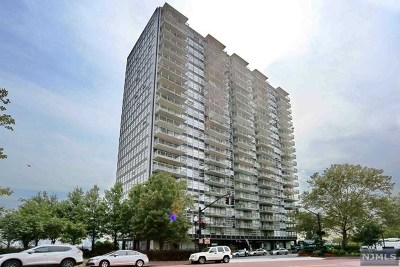 West New York Condo/Townhouse For Sale: 6050 Boulevard East #2j