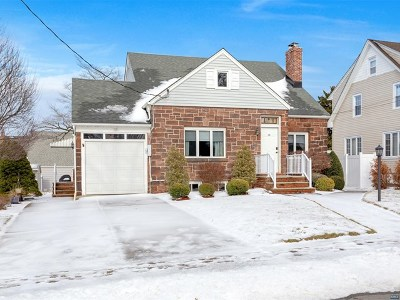 Hasbrouck Heights Single Family Home For Sale: 211 Harrison Avenue