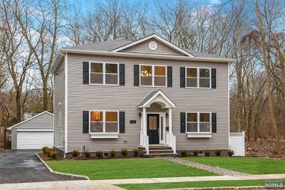 Teaneck Single Family Home For Sale: 1427 Aspen Terrace