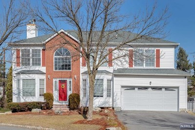 Paramus Single Family Home For Sale: 734 Gettysburg Place