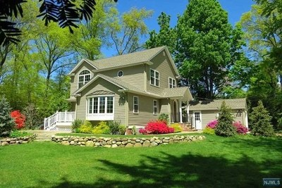 New Milford NJ Single Family Home For Sale: $549,000
