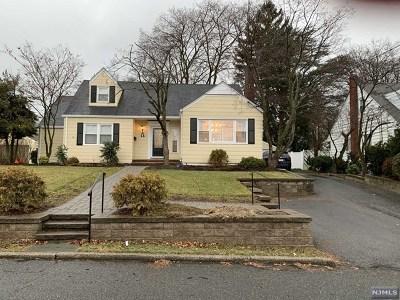 Dumont Single Family Home For Sale: 16 Roxbury Road