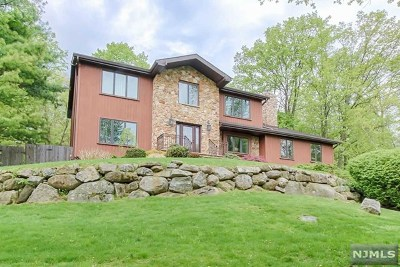 Morris County Single Family Home For Sale: 2 Geoffrey Drive