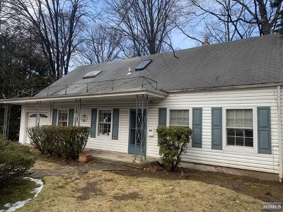 Oradell Single Family Home For Sale: 896 Oradell Avenue