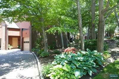 Englewood Condo/Townhouse For Sale: 1 Old Quarry Road