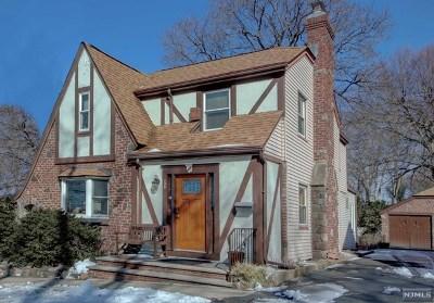 Leonia Single Family Home For Sale: 135 Longview Avenue