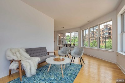 West New York Condo/Townhouse For Sale: 22 Ave At Port Imperial #0202