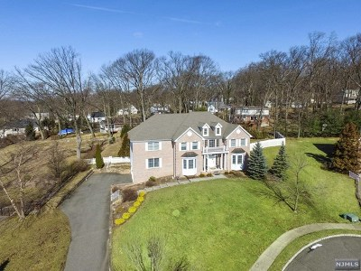 Passaic County Single Family Home For Sale: 19 Hearthstone Drive