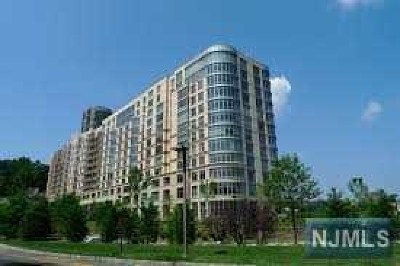 North Bergen Condo/Townhouse For Sale: 8100 River Road #406