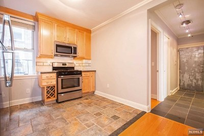 West New York Condo/Townhouse For Sale: 6009 Boulevard East #C5